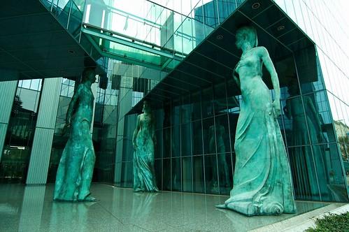 Kariatydy w budynku Sądu Najwyższego w Warszawie
