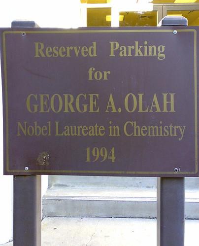 94年諾貝爾化學獎得 主專屬停車位