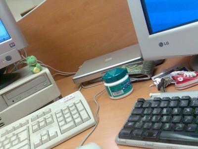 Otra parte de mi mesa de trabajo