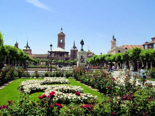 La Plaza de Cervantes y sus jardines
