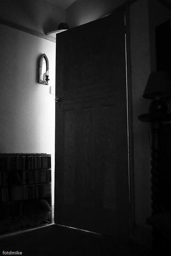 The door stands ajar... P1070289