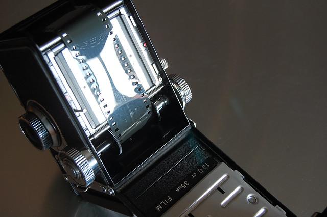 Yashica 635 loading 35mm film