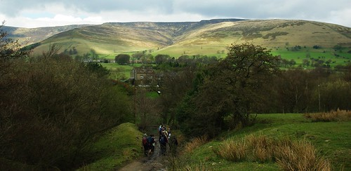20100425-20_Drop into Edale-Kinder Scout Plateaux on horizon by gary.hadden