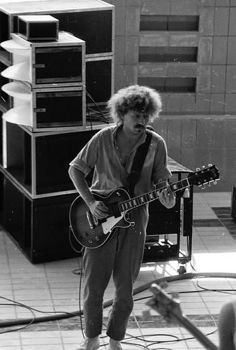 """Charlie Ludwig, MCB-Gitarrist + Sänger <a style=""""margin-left:10px; font-size:0.8em;"""" href=""""http://www.flickr.com/photos/18914704@N00/560514359/"""" target=""""_blank"""">@flickr</a>"""