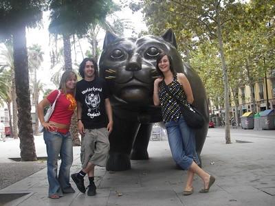 Andrew, Josito y Anuska en la Rambla del Raval