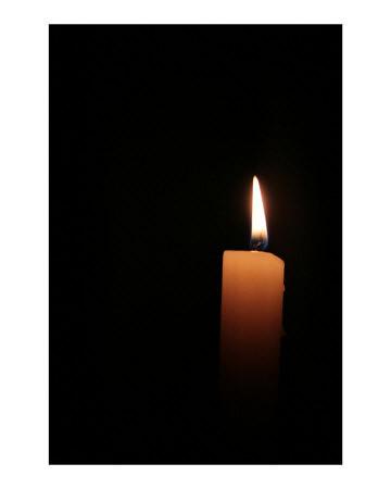 Lilin dalam kegelapan