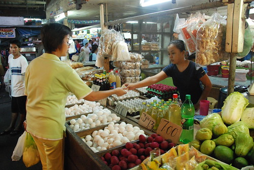 Philippinen  菲律宾  菲律賓  필리핀(공화�) Pinoy Filipino Pilipino Buhay  people pictures photos life  Imus,Cavite Philippines lady woman young vendor eggs selling