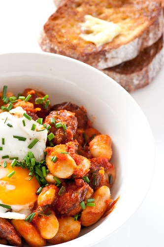 butter beans with chorizo, tomato & fried egg