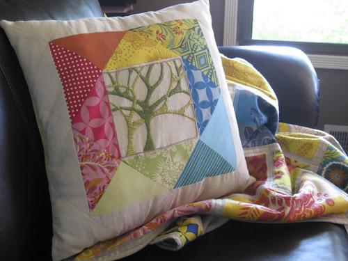 Living Color Pillow w/Colorbrick Quilt
