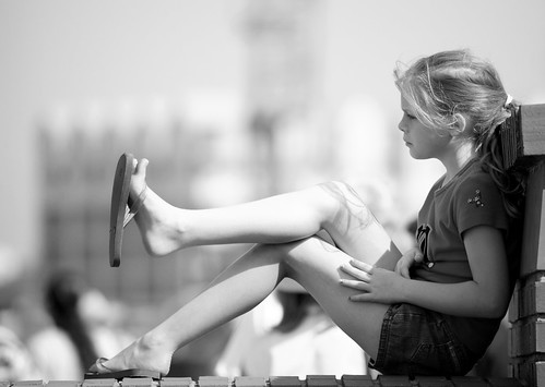 toes bw (by buzzhayes)