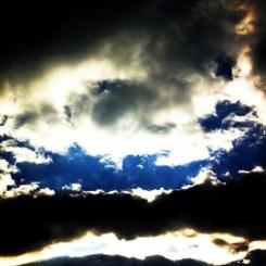 なにかが出てきそうな雲だよ~!