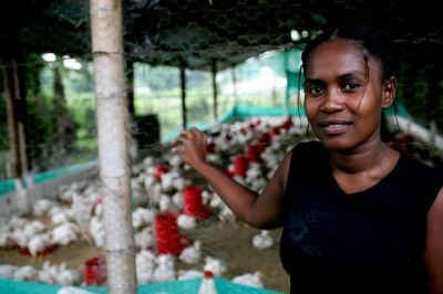 Woman raises poultry - Photo: © Charlotte Kesl / World Bank