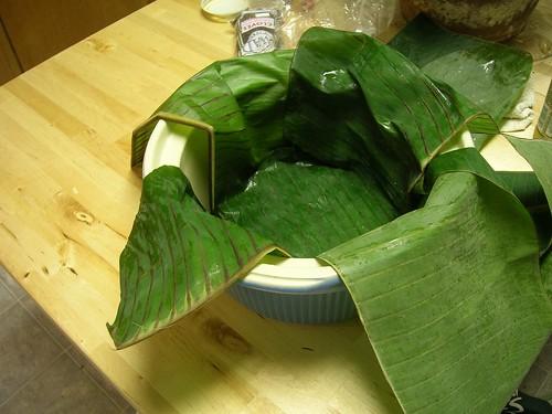 Banana leaves lining the crock pot