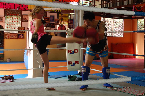 Muay Thai (kickboxing) lesson at Sor Vorapin Gym #1 in Bangkok-4