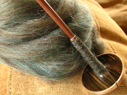 Golding Lignum Vitae Spindle .65 oz & Pining Away Abby Batt