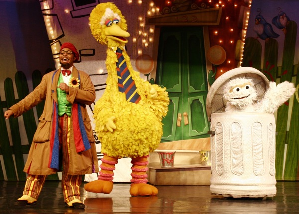 Sesame Street Live: Elmo's Coloring Book - 10