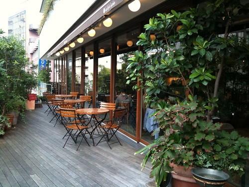 渋谷のカフェ。テラス席も雰囲気いい。