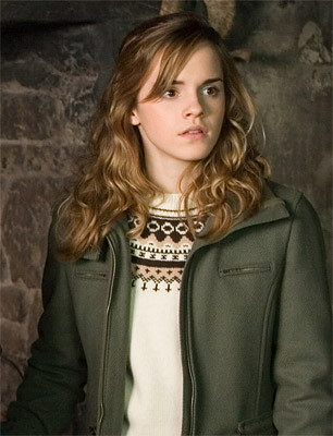 Emma Watson saat belum memangkas rambut