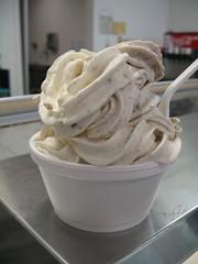 Frozen yogurt with oatmeal cookies from Sweet Retreat