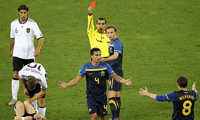Tim Cahill receives a red card