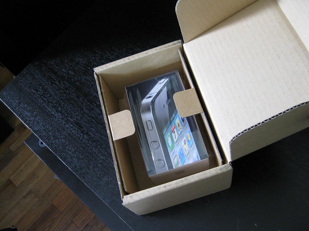 iPhone 4 packaging
