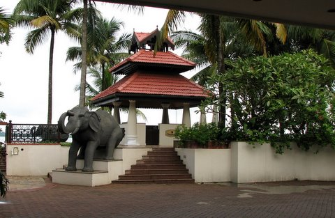 detail of building and elephant statues taj malabar260807 kochi kerala