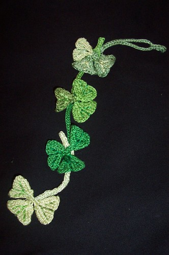 * Knitted clovers!  Nice!