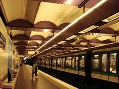 day1_Metro 羅浮宮站