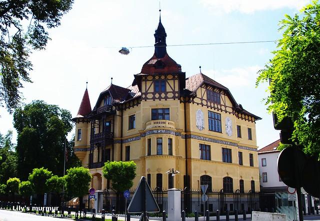 這棟可愛的建築是斯洛維尼亞境內的美國大使館,很童話吧!