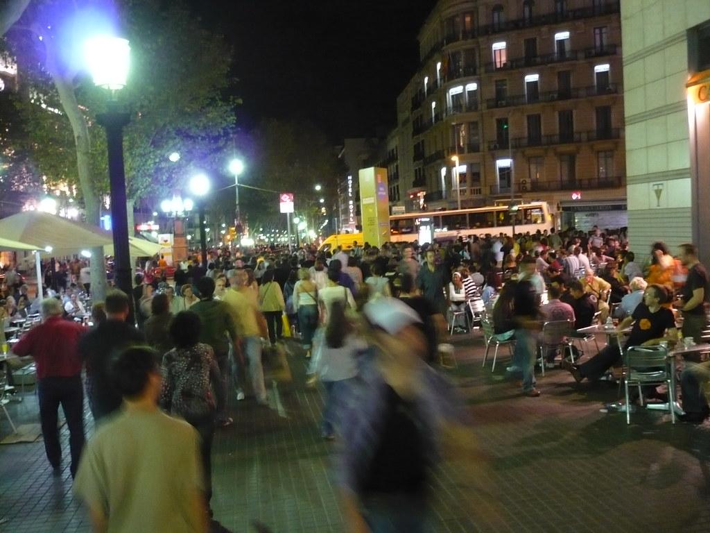 la Plaza de Catalunya petada de gente