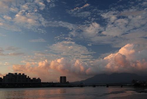 大稻埕夕陽-火燒山