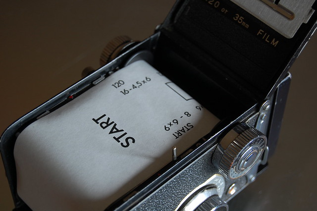Yashica 635 loading 120 film