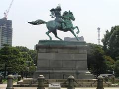 Estatua junto al palacio imperial