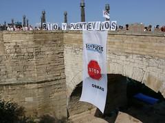 Acampada para proteger el r�o Ebro y defender el Puente de Piedra