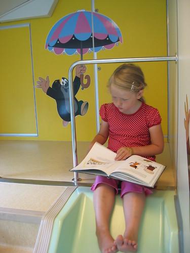 Los incentivos a la educación en Finlandia han producido altos niveles de lectura, los adultos dedican 8,6 horas semanales a leer prensa.