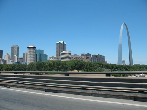 st louis city behind the st louis arch