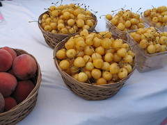 Cherries Of Gold, growers market, Albuquerque, NM, July 2007, photo © 2007 by QuoinMonkey. All rights reserved.