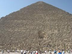 Al pie de la gran pirámide