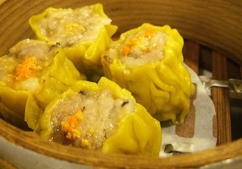 蟹黃餃/dumpling with crab consisting of its roe