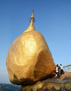 pagode de kyaiktiyo - rocher d-or - myanmar 5