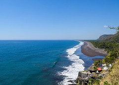 Been walking along the Pacific for so long, finally got my first glimpse of it. Found a cool little pathway to the top of a cliff for a good view. #theworldwalk #travel #elsalvador