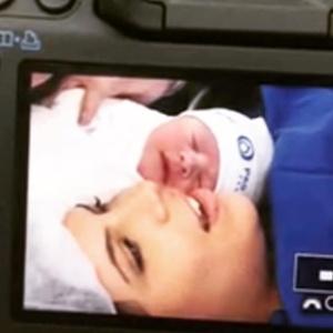 """""""Arranjem um babador para mim"""", diz Luigi Baricelli após nascimento da neta"""