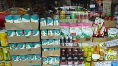 Недостатка в национальных продуктах тут не испытывают.