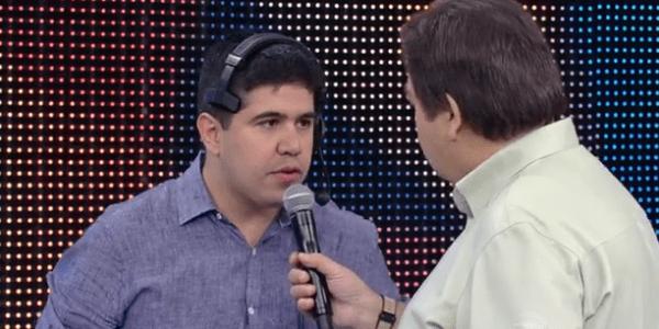 """Faustão corrige português de produtor, mas atitude é """"crucificada"""" na web"""