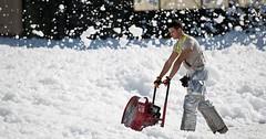 """Die Schneefräse. Die Schneefräsen. Ein Mann mit einer Schneefräse. • <a style=""""font-size:0.8em;"""" href=""""http://www.flickr.com/photos/42554185@N00/25903490960/"""" target=""""_blank"""">View on Flickr</a>"""