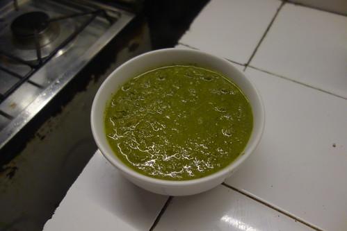 """Avec quelques échalotes, on obtient cette """"sauce"""" verte."""