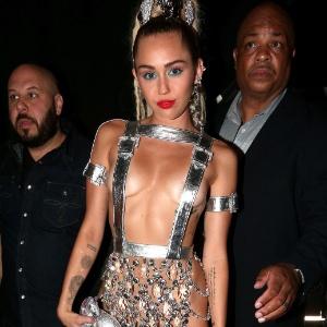 """Miley Cyrus ganha cadeira de Aguilera e será jurada no """"The Voice"""" dos EUA"""