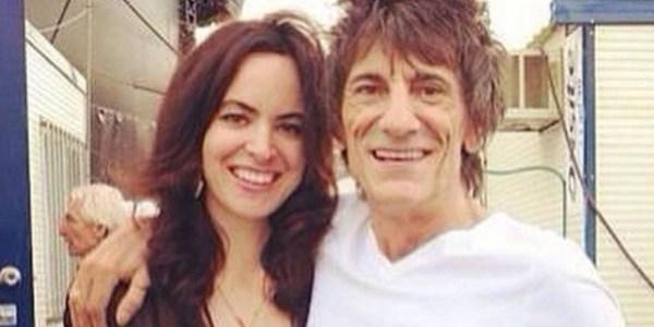 Com a mulher grávida de gêmeas, Ronnie Wood demonstra preocupação com zika