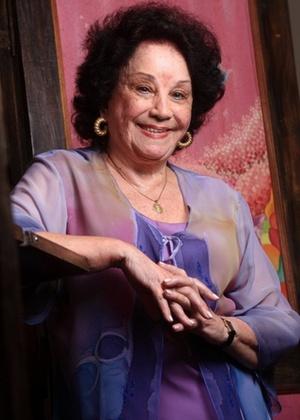 Lolita Rodrigues fratura o fêmur em acidente caseiro