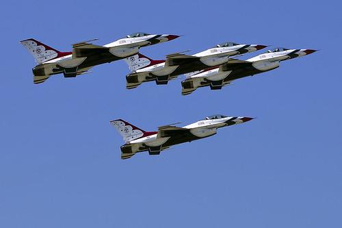 Air+power+over+Hampton+Roads+Langley+Air+Show+Virginia++Thunderbirds